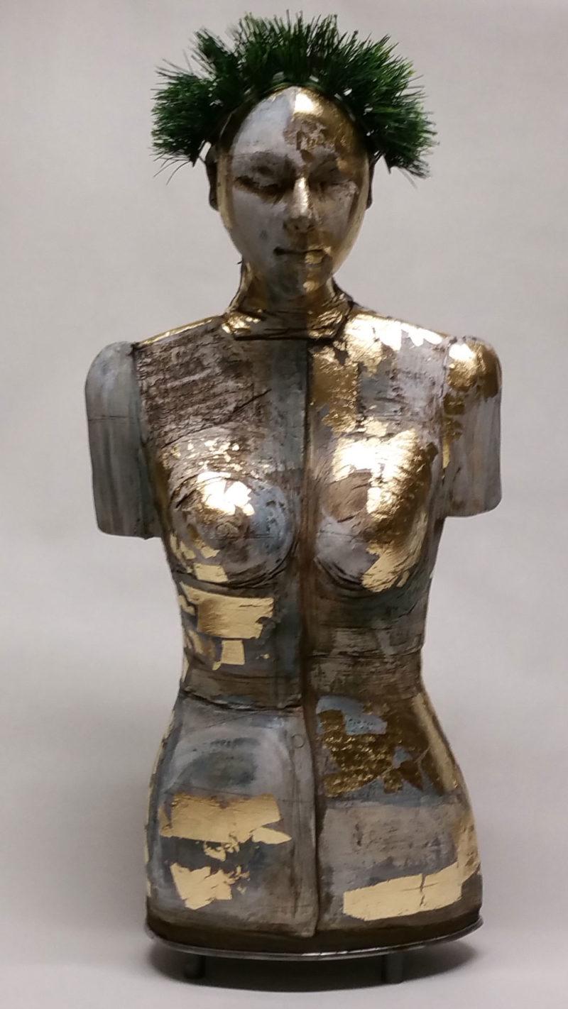 Marion Walther, Barocke Madonna, 2018-Keramik-Porzellanschlicker-Blattgold-Stahl-Höhe-84cm